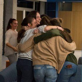 abrazo estudiantes, charla de fundación andrés olivares, residencia universitaria en malaga, Rut