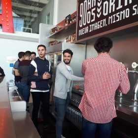 grupo de estudiantes, visita fabrica de cerveza victoria, residencia universitaria en malaga, Rut,